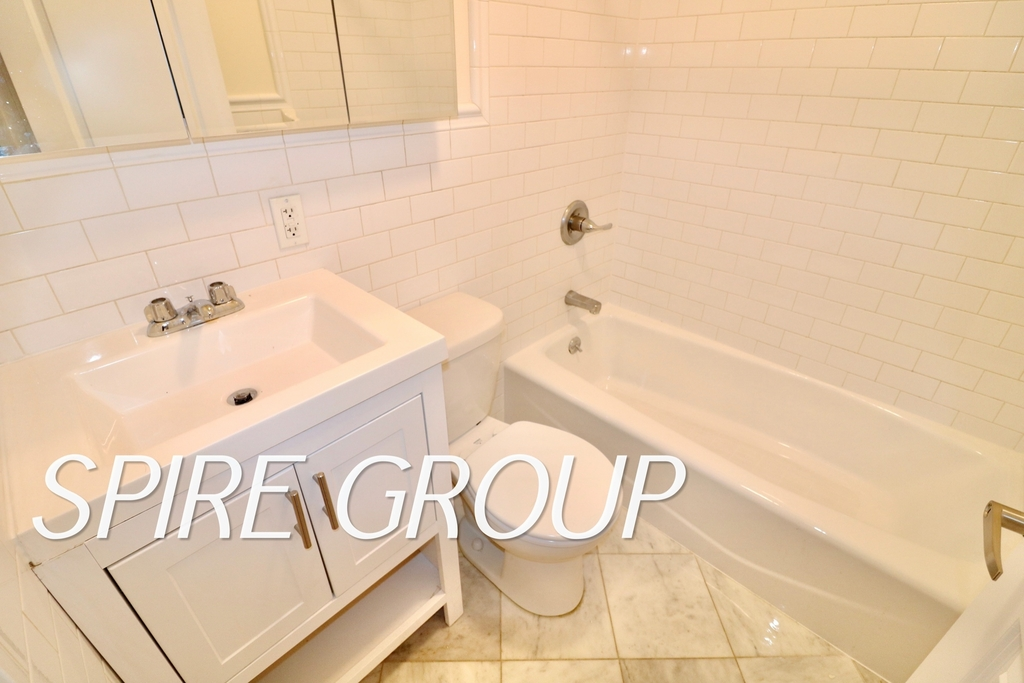 340 West 47th Street - Photo 10