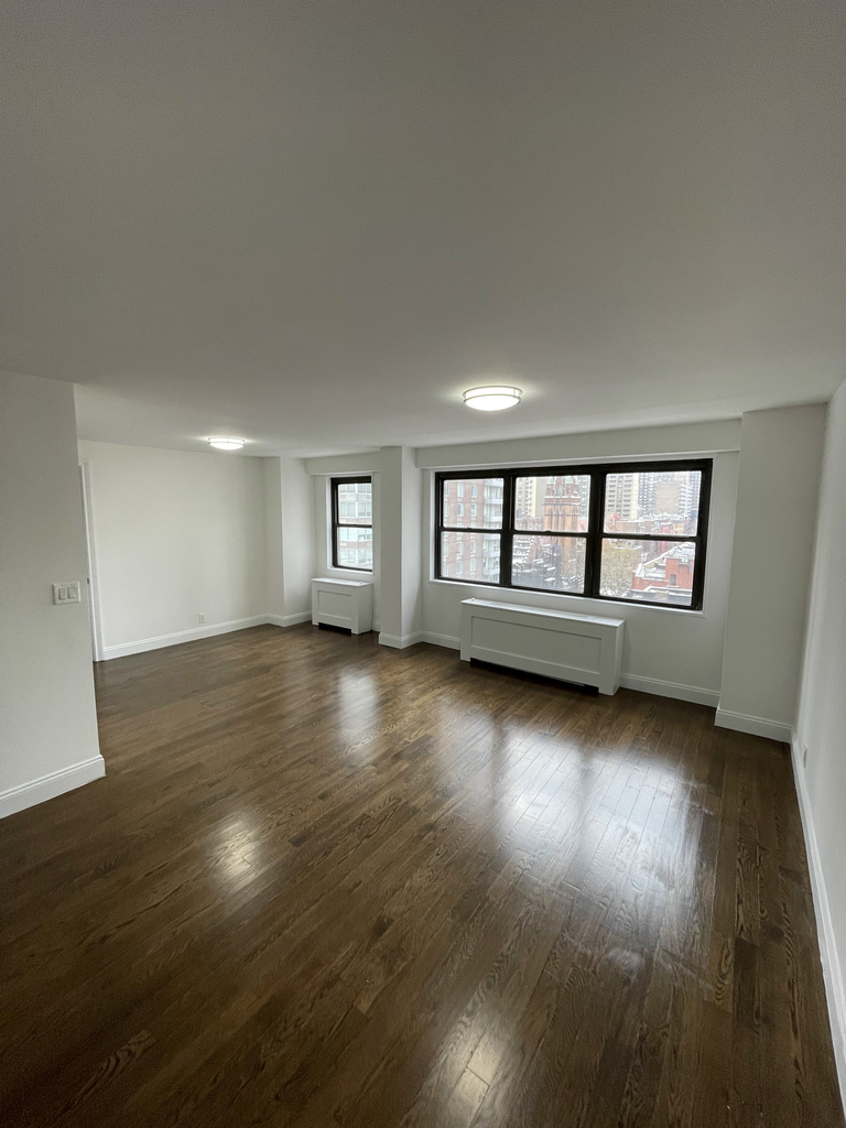 401 East 88th Street - Photo 2