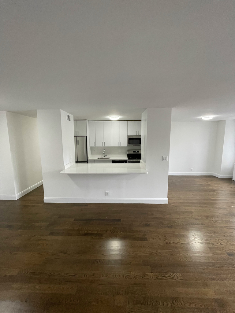 401 East 88th Street - Photo 3