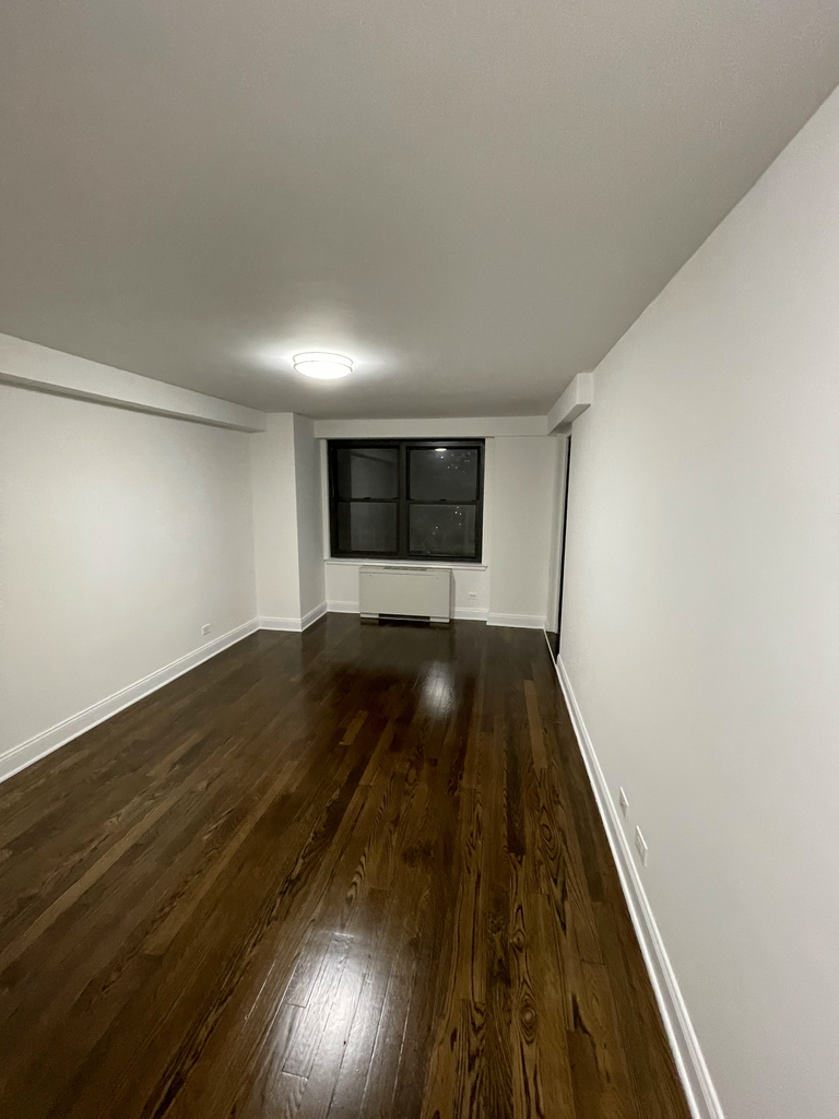 401 East 88th Street - Photo 14