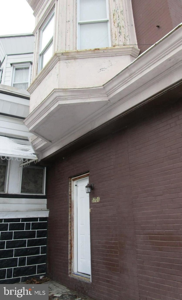 5701 Hadfield Street - Photo 2