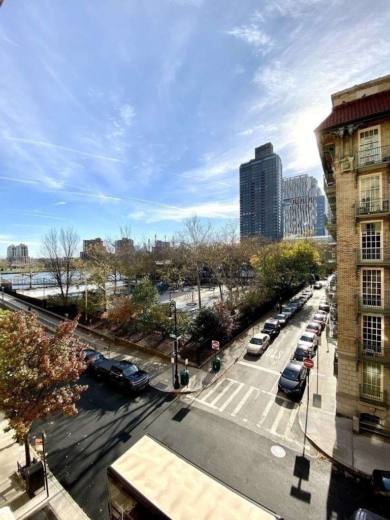 East 78th Street - Photo 0