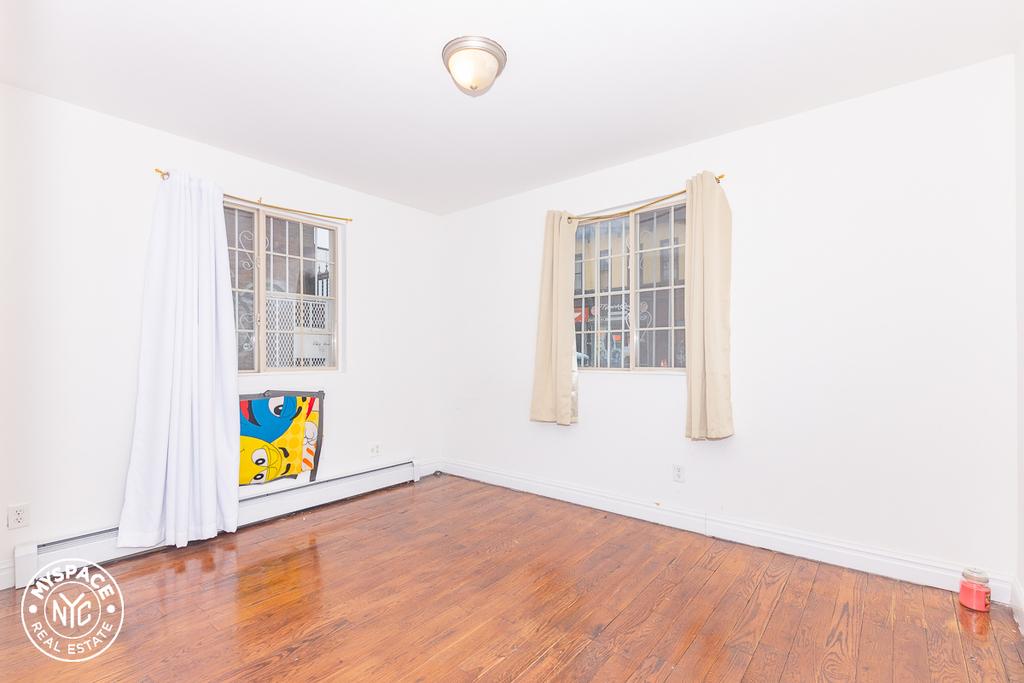 328a Irving Avenue - Photo 1
