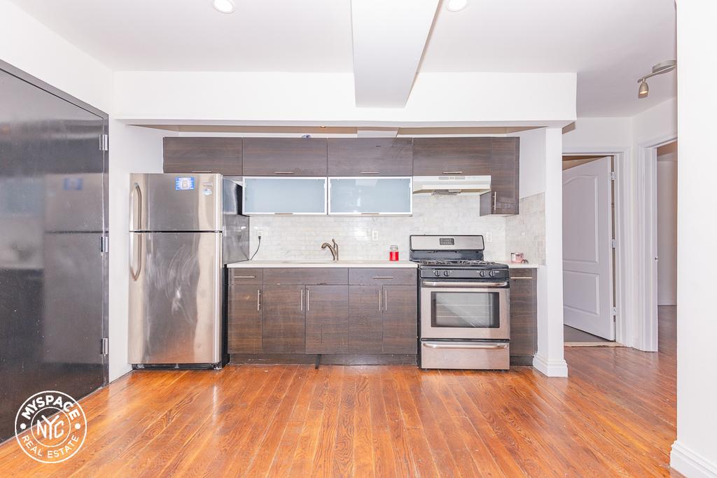 328a Irving Avenue - Photo 0