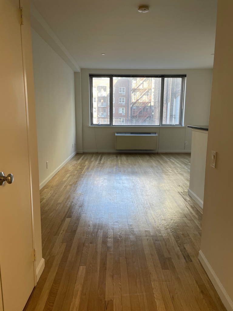 160 West 22nd Street - Photo 3