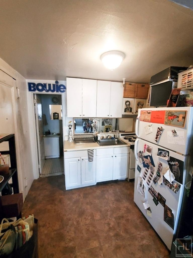 424 East 11 Street - Photo 2