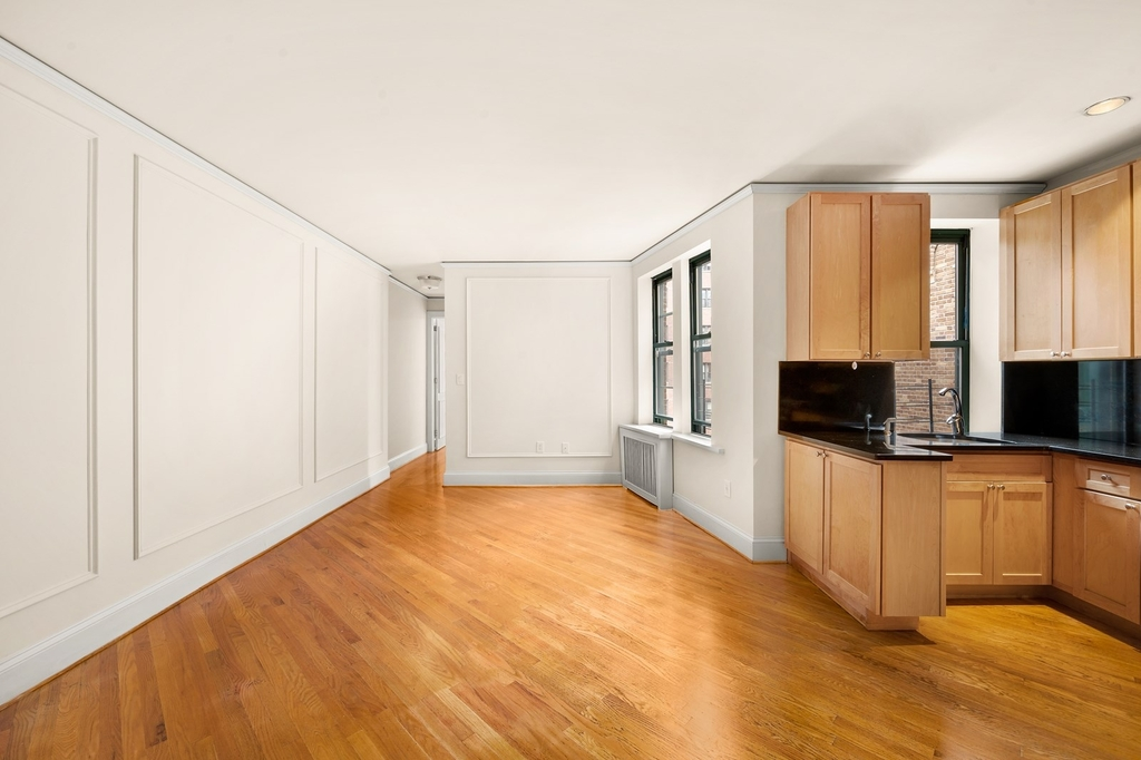 226 East 70th Street - Photo 2