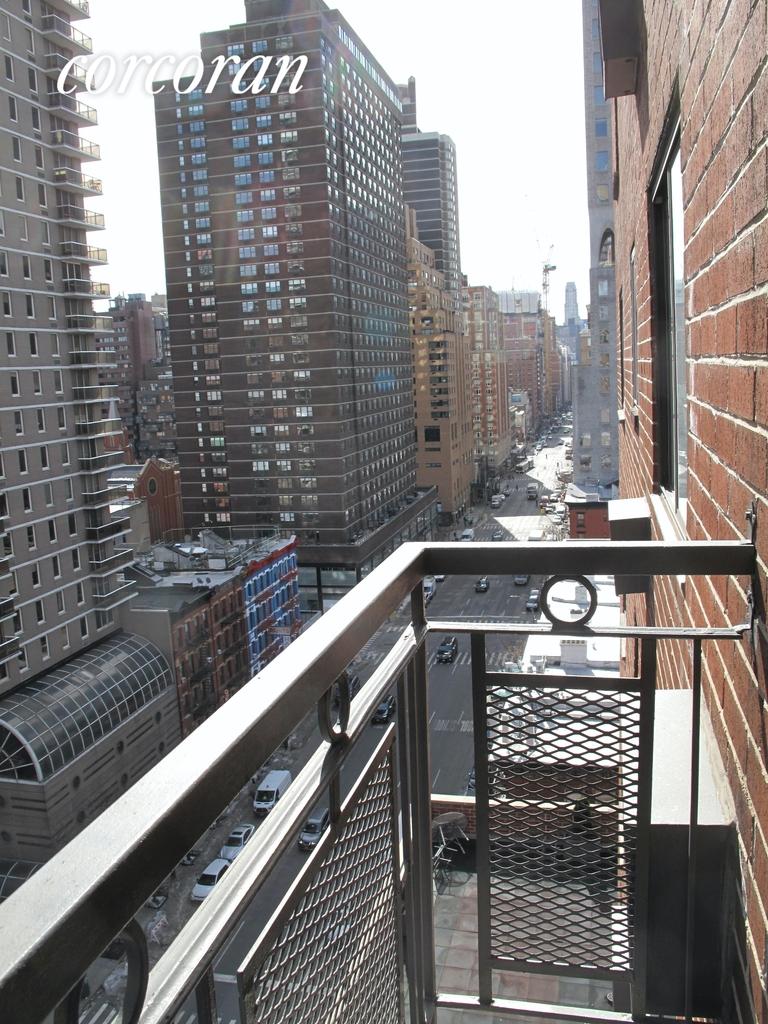 East 89th Street - Photo 9