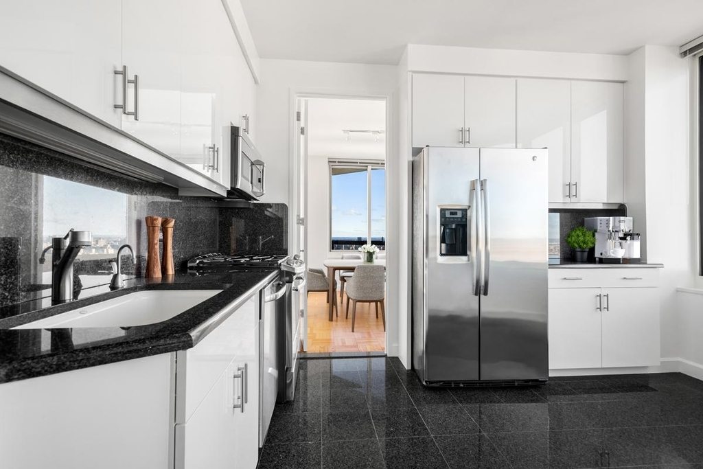 350 East 79th Street - Photo 2
