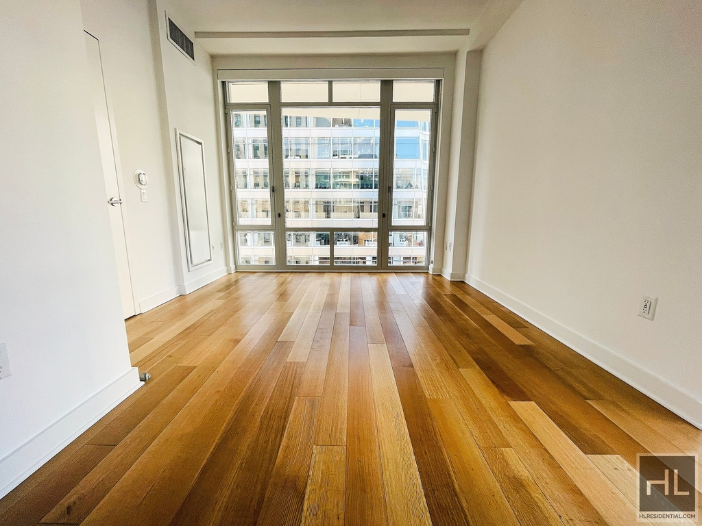 1050 Avenue Of The Amer - Photo 2