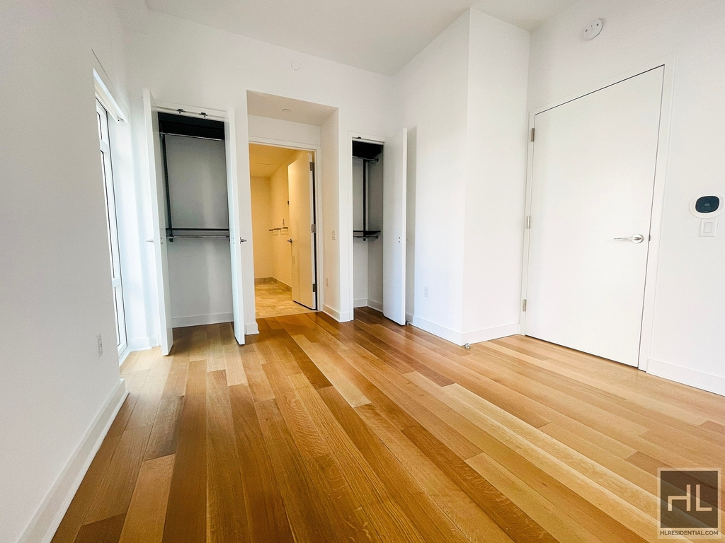 1050 Avenue Of The Amer - Photo 1