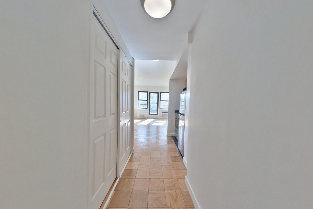 236 East 36th Street - Photo 5