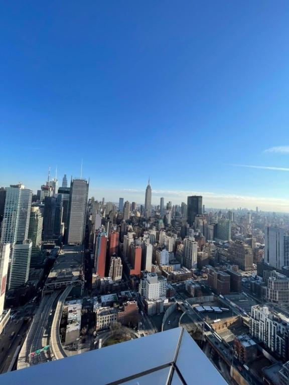 Tenth Avenue - Photo 18