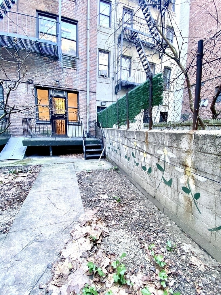 East 81st Street - Photo 6