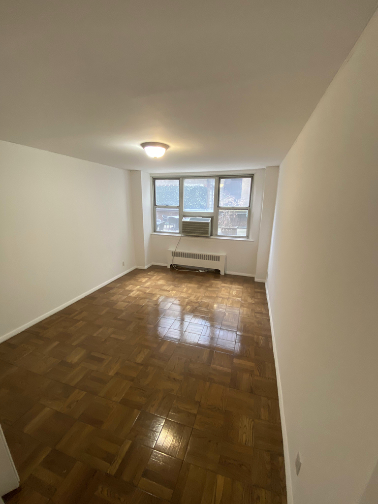 240 East 35th Street - Photo 4