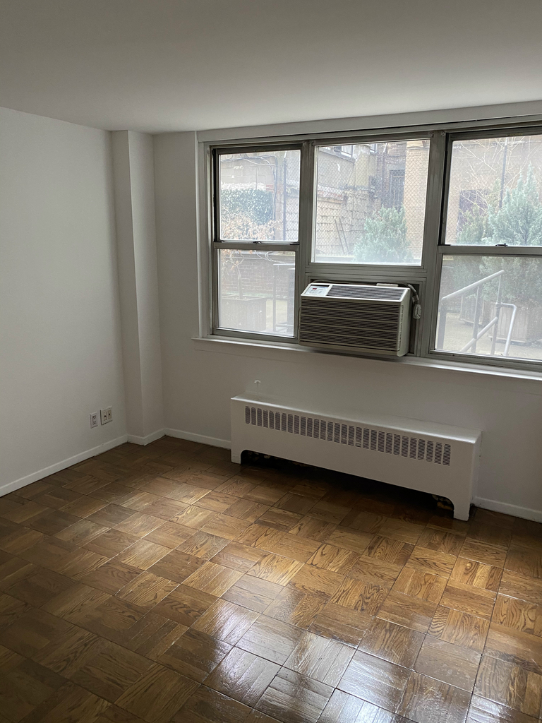 240 East 35th Street - Photo 9
