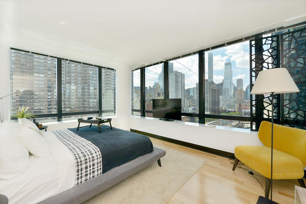 1113 York Avenue - Photo 4