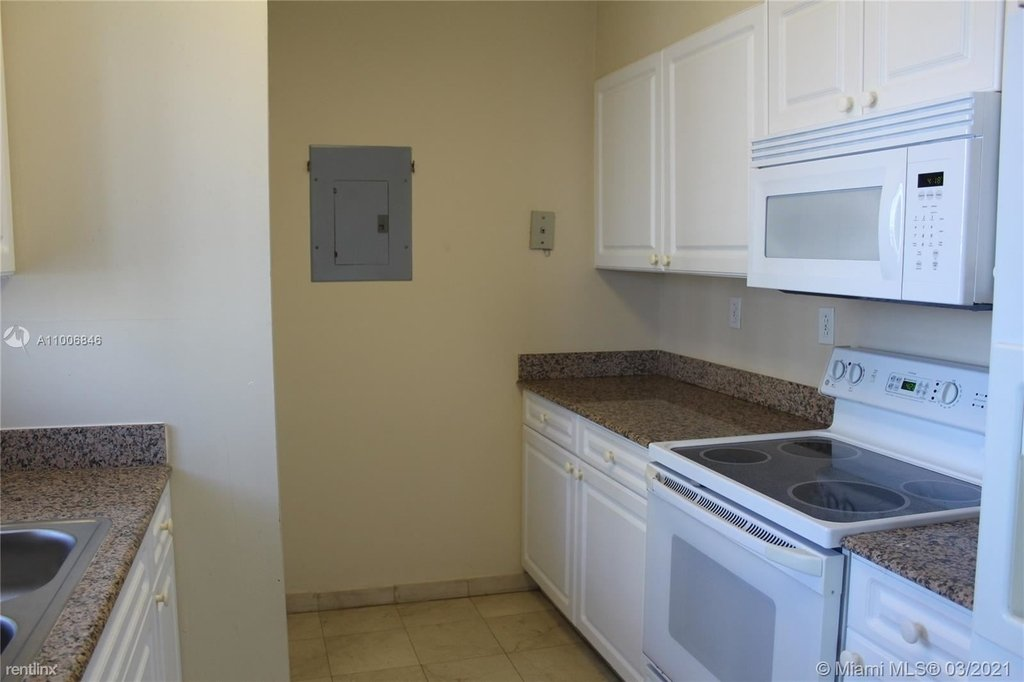 5900 Collins Ave - Photo 9