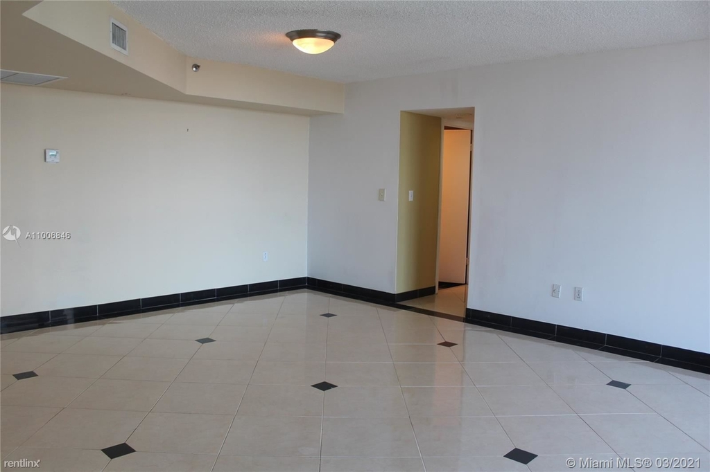 5900 Collins Ave - Photo 7