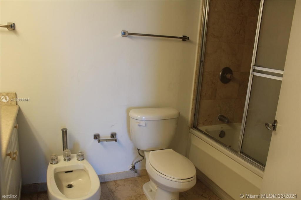 5900 Collins Ave - Photo 5