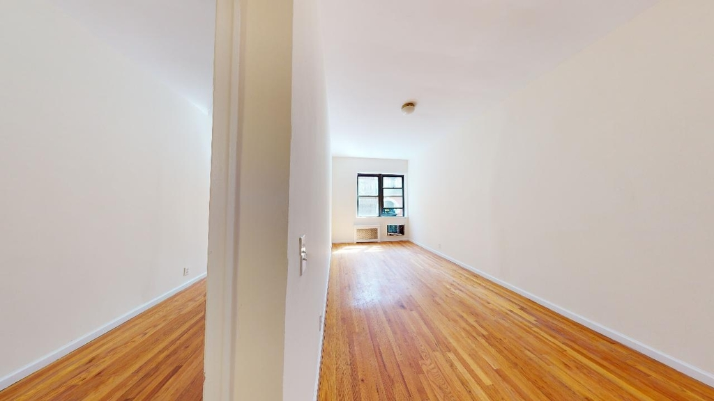 Spacious,bright, 1 bed for rent in Haven Avenue  upper Manhattan  no fee  - Photo 2