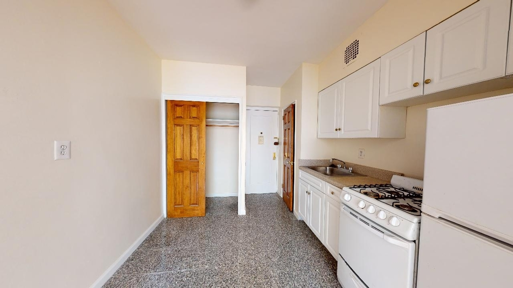Spacious,bright, 1 bed for rent in Haven Avenue  upper Manhattan  no fee  - Photo 4