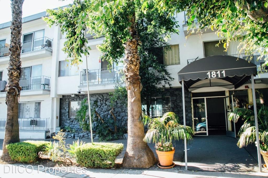 1811 Tamarind Ave - Photo 2