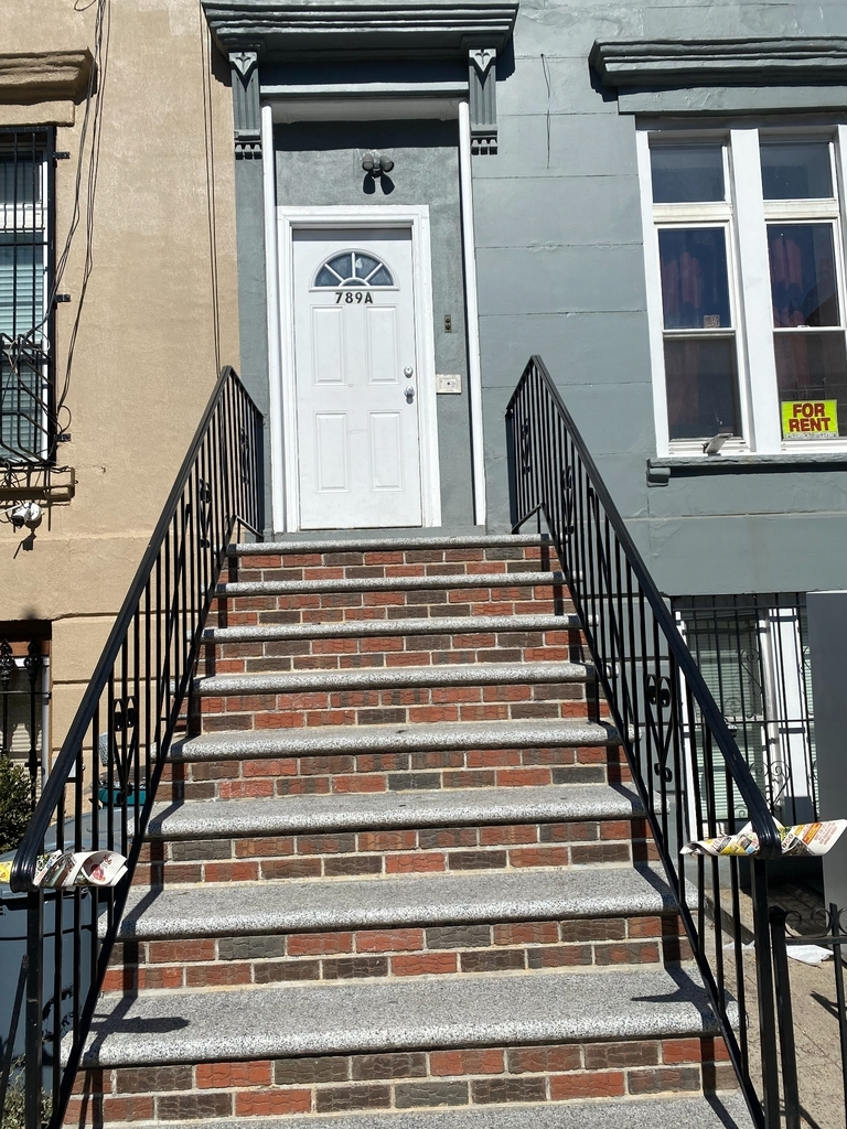 789A Willoughby Avenue - Photo 0