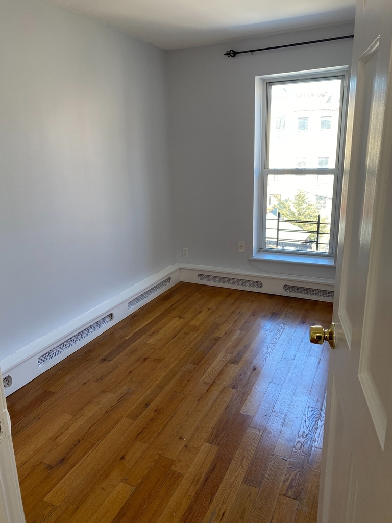 789A Willoughby Avenue - Photo 7