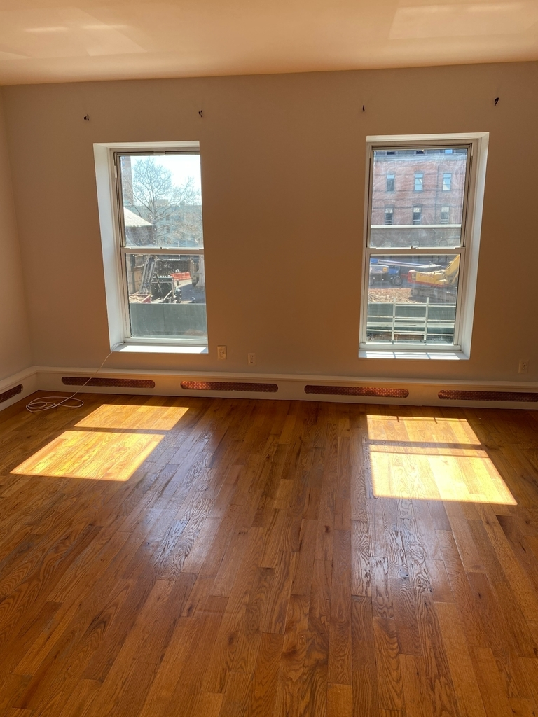 789A Willoughby Avenue - Photo 1