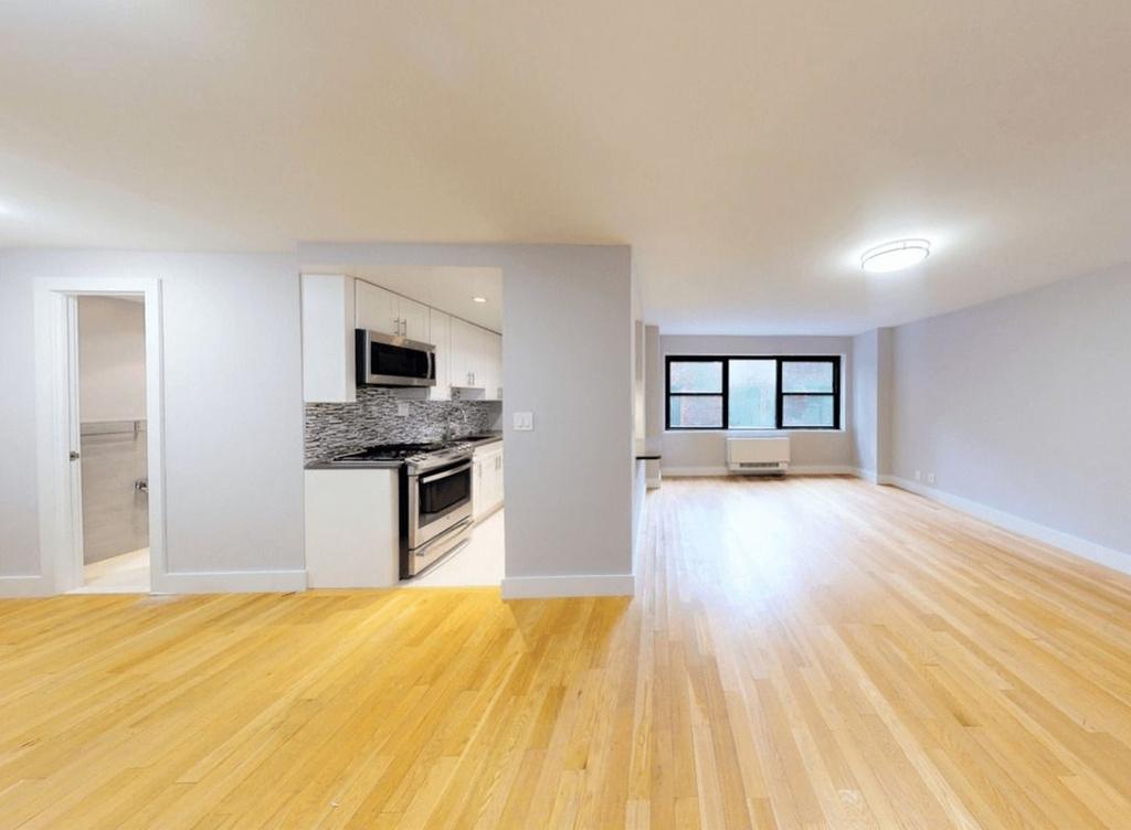 301 East 47th Street, New York, NY 10017 - Photo 4
