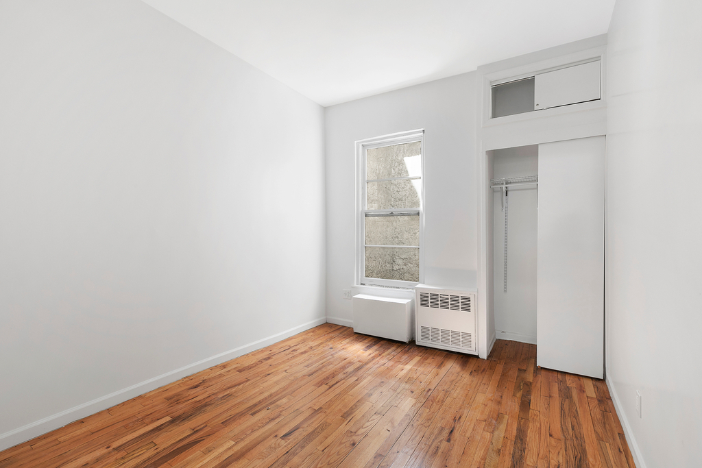 320 West 22nd Street - Photo 2