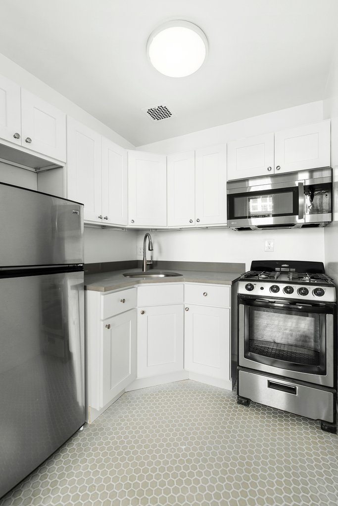 320 West 22nd Street - Photo 3