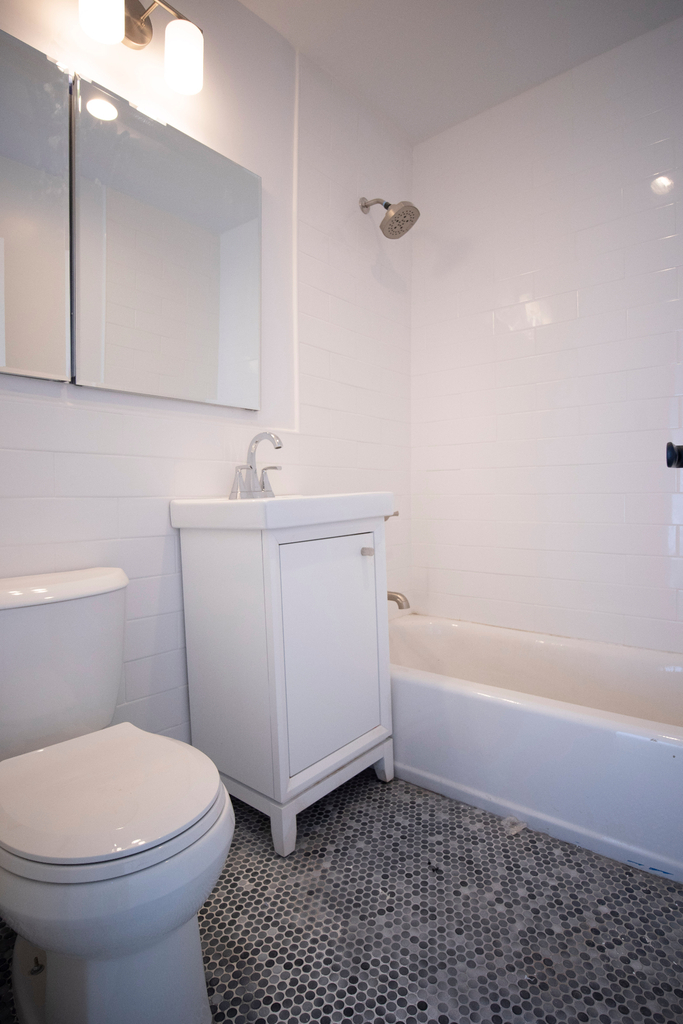 320 West 22nd Street - Photo 4