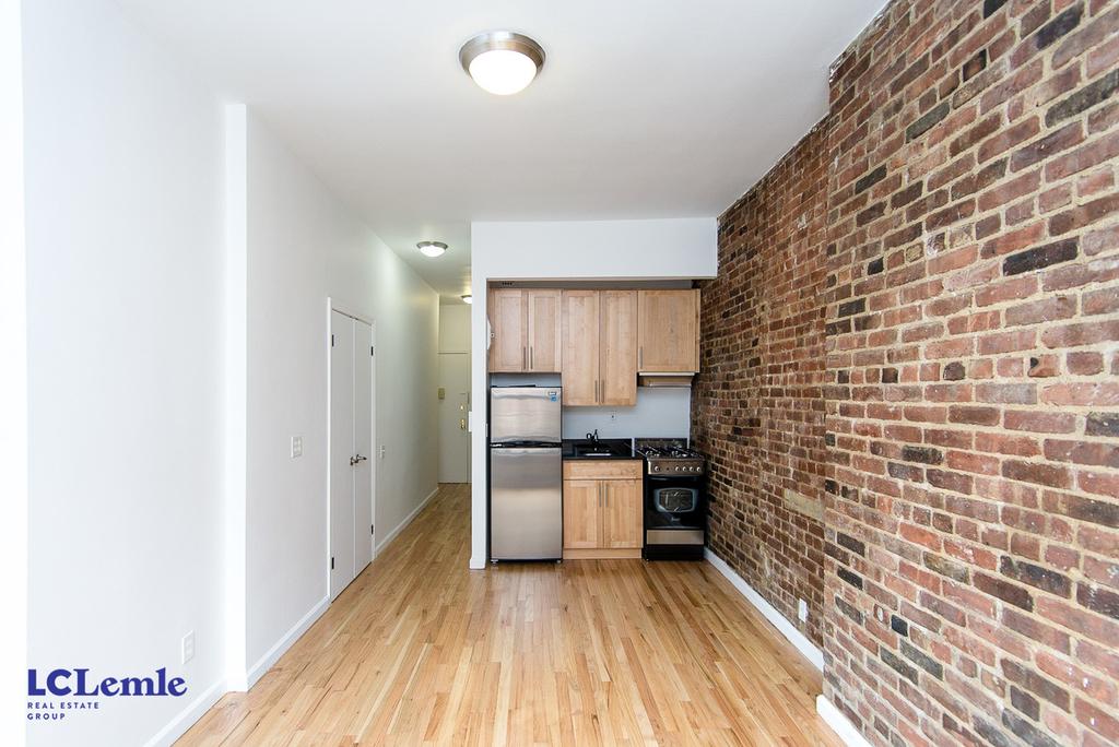 206 East 25th Street - Photo 1