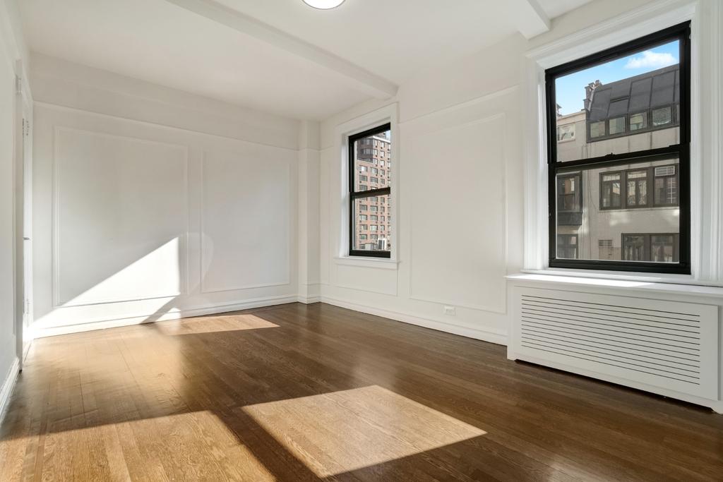 156 East 37th Street - Photo 1