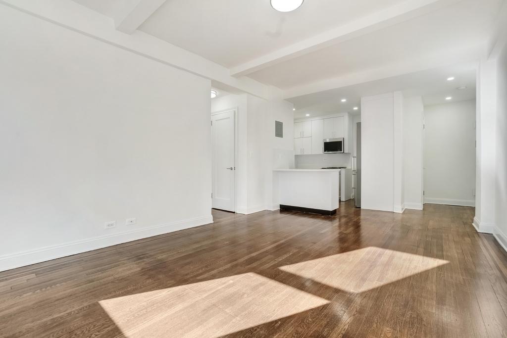 156 East 37th Street - Photo 2
