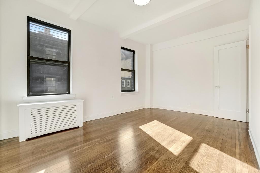 156 East 37th Street - Photo 3