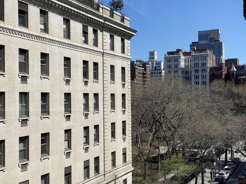 Gramercy Park South - Photo 3