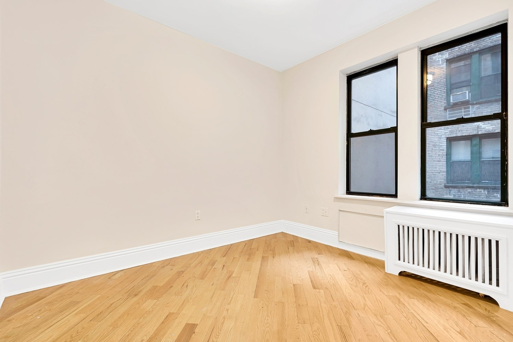 226 East 70th Street - Photo 2
