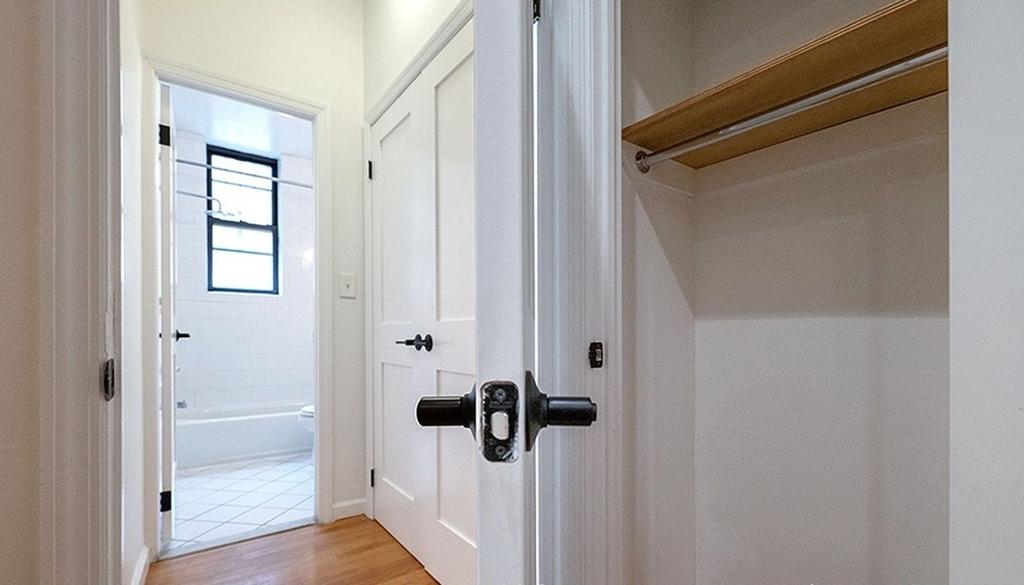 315 east 84th St - Photo 4