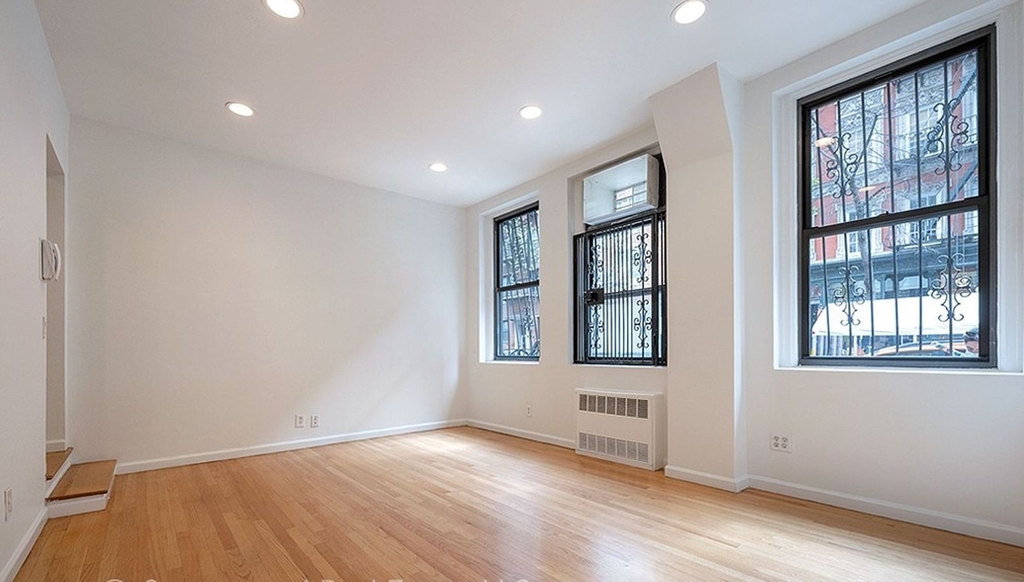 315 east 84th St - Photo 3