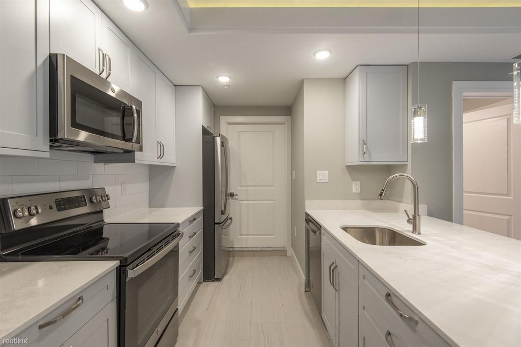 1133 E Columbia Ave Unit 303 - Photo 3