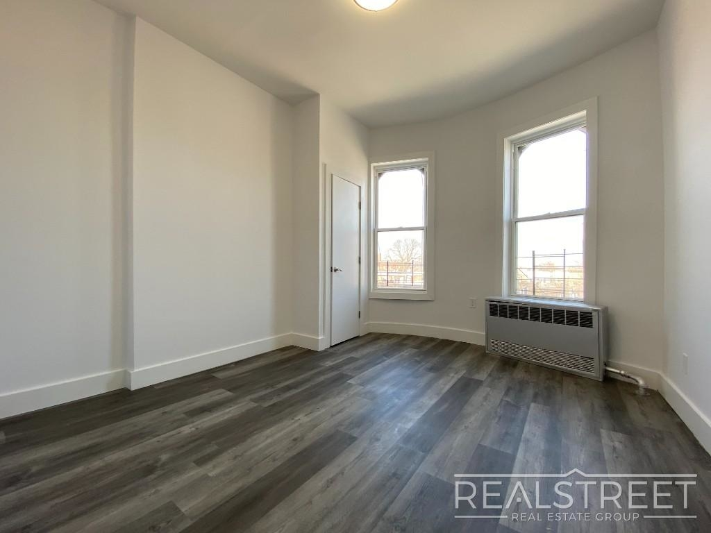 82 Somers St - Photo 3