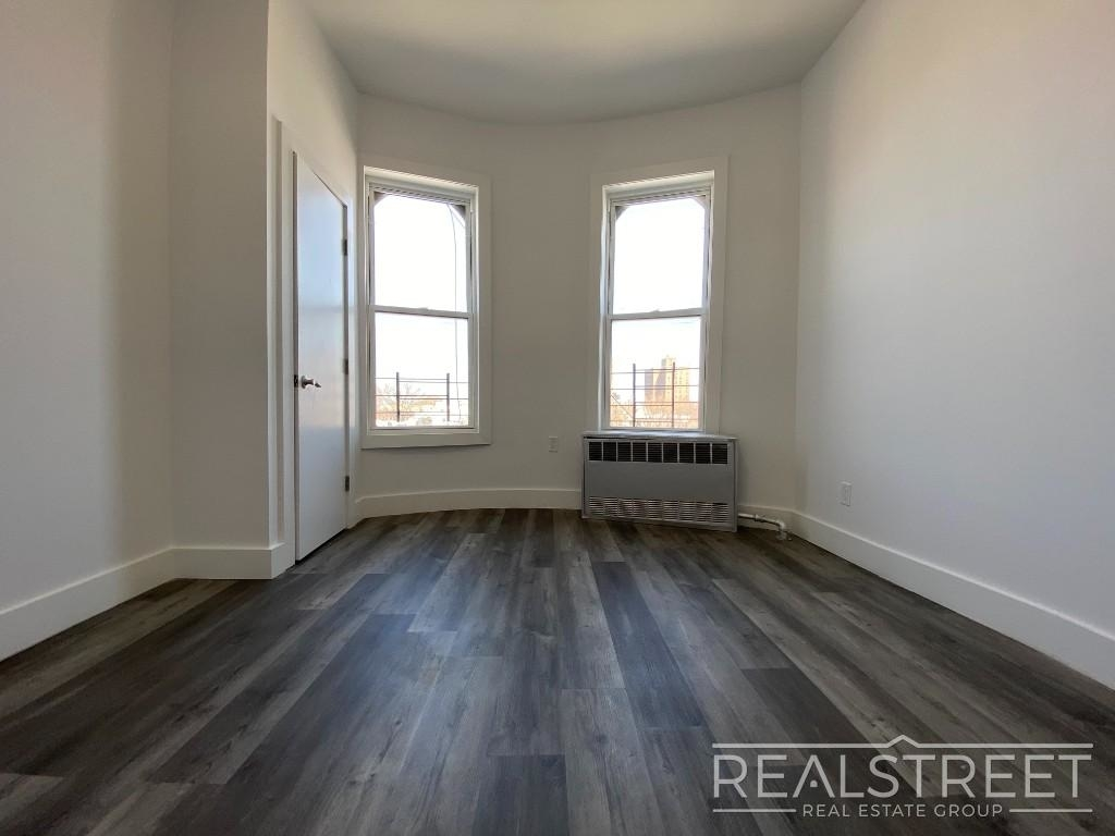 82 Somers St - Photo 4