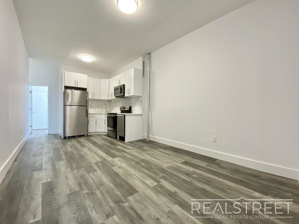 82 Somers St - Photo 2