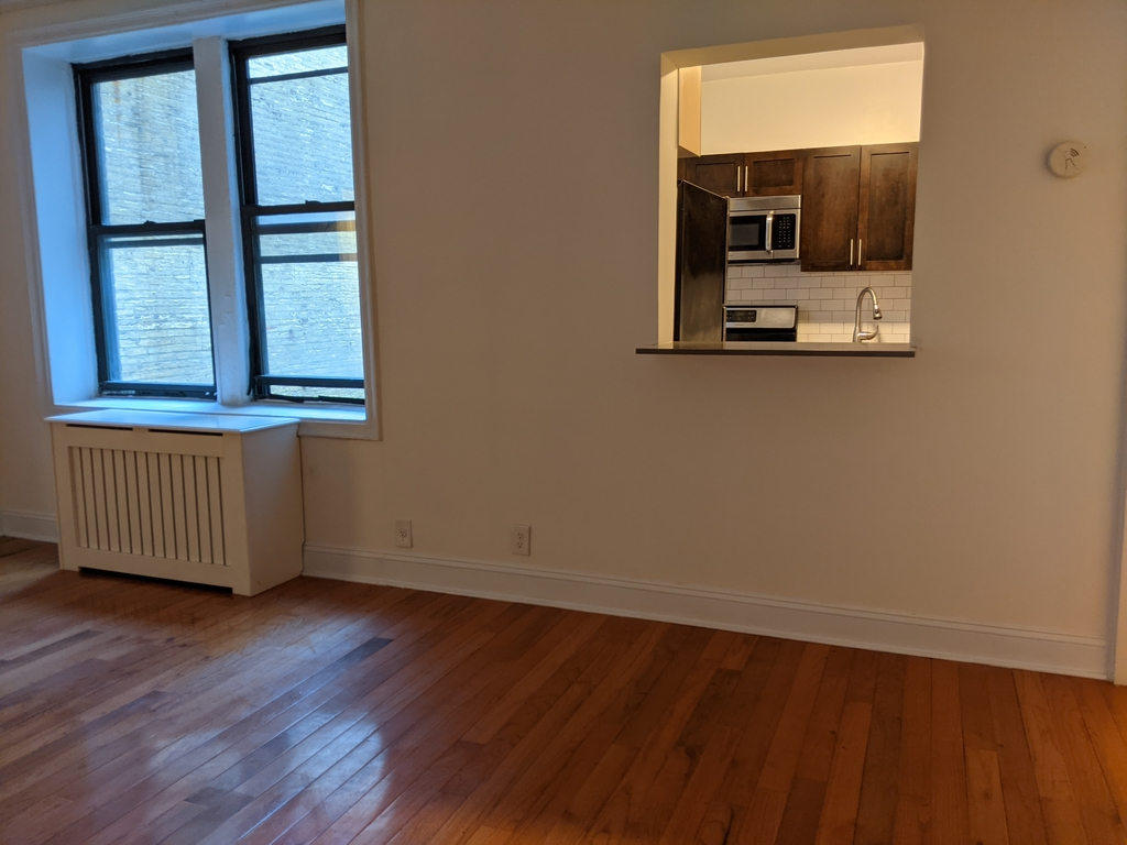 33st 28th Ave - Photo 2