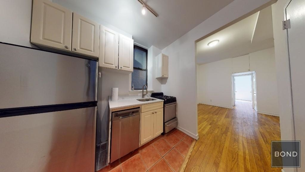 210 East 87th Street - Photo 6