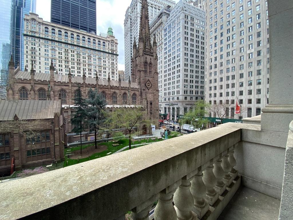 Neoclassicism on Trinity  - Photo 1