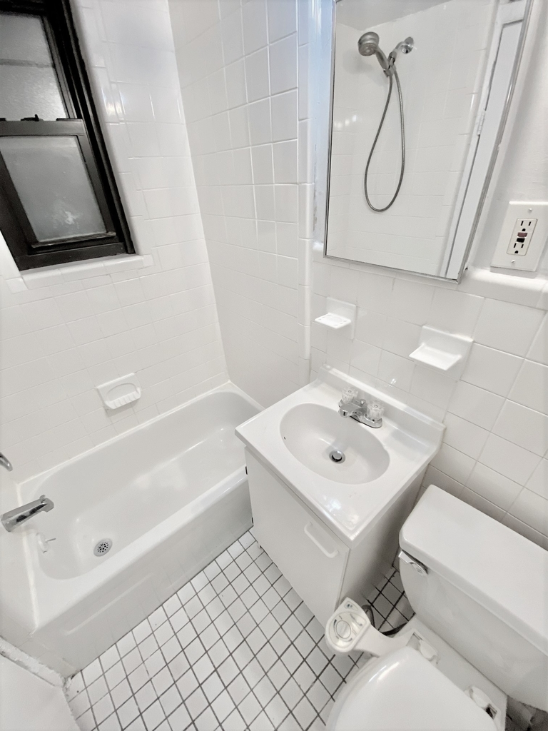 304 East 38th Street - Photo 3